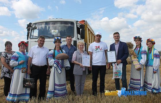 Первого водителя-тысячника среди молодежи поздравили в Витебском районе