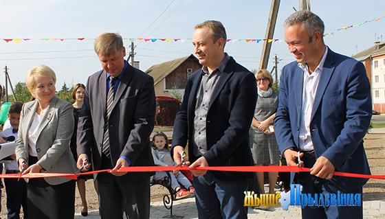 На снимке: Жанна Черкунова, Виктор Дорожкин, Геннадий Чурсин, Денис Жаворонков.